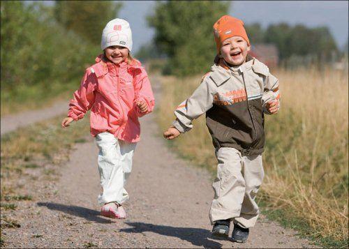 діти на прогулянці