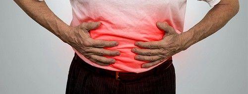 Сильні болі і спазми в животі
