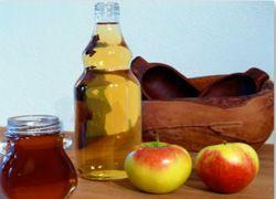 Яблучний оцет від прищів: дія, застосування, рецепти