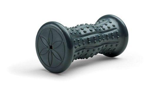 Для масажу ніг існують дуже зручні варіанти у вигляді килимків і роликів, що вирівнюють звід