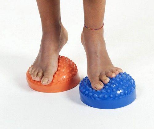 Терапія при лікуванні вальгусной стопи повинна бути комплексною, в її склад обов`язково входить лікувальний масаж стопи ніг