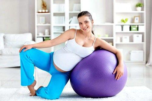 У 1 триместрі вправи для вагітних можна виконувати на фитболе