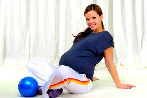 У 2 триместрі вагітності дозволяється виконувати повороти корпусом