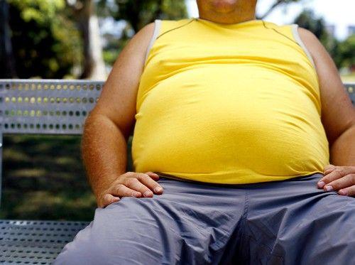 У людей, які страждають від ожиріння, спостерігається підвищене потовиділення, яке може стати причиною подразнення анального отвору