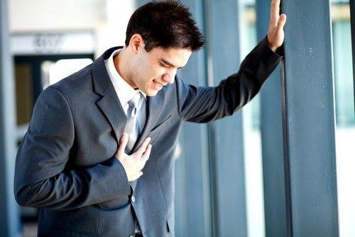 синдром може виникнути через захворювання серцево-судинної системи