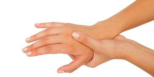 при шийному остеохондрозі може з`явитися оніміння в руках