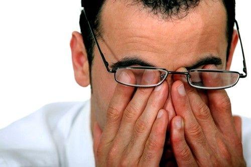 Симптоми і способи лікування синдрому сухого ока