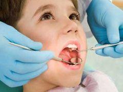 Візит до стоматолога - обов`язкова процедура при зміні зубів у дітей