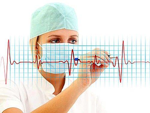 В першу чергу призначають проведення добового моніторингу ЕКГ