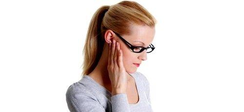Запалення лімфовузлів за вухом