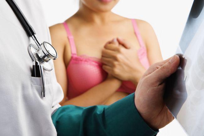Виділення з грудних залоз при натисканні: причини