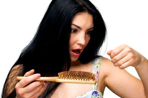 Випадає волосся після пологів: причини і лікування