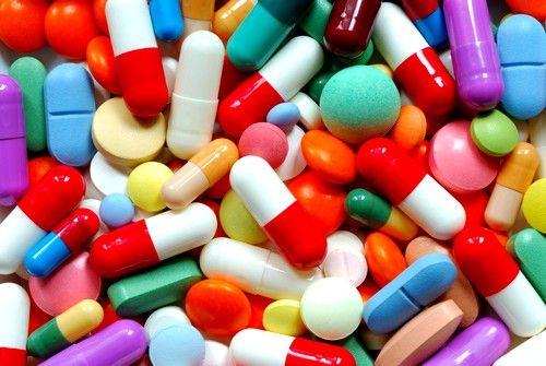 Медикаментозне лікування запорів, в основному, полягає в призначенні різних проносних і протизапальних засобів