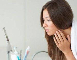 Значення прищів на обличчі: розташування і опис